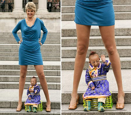 L' homme le plus petit au Monde rencontre la femme aux jambes les plus longues...